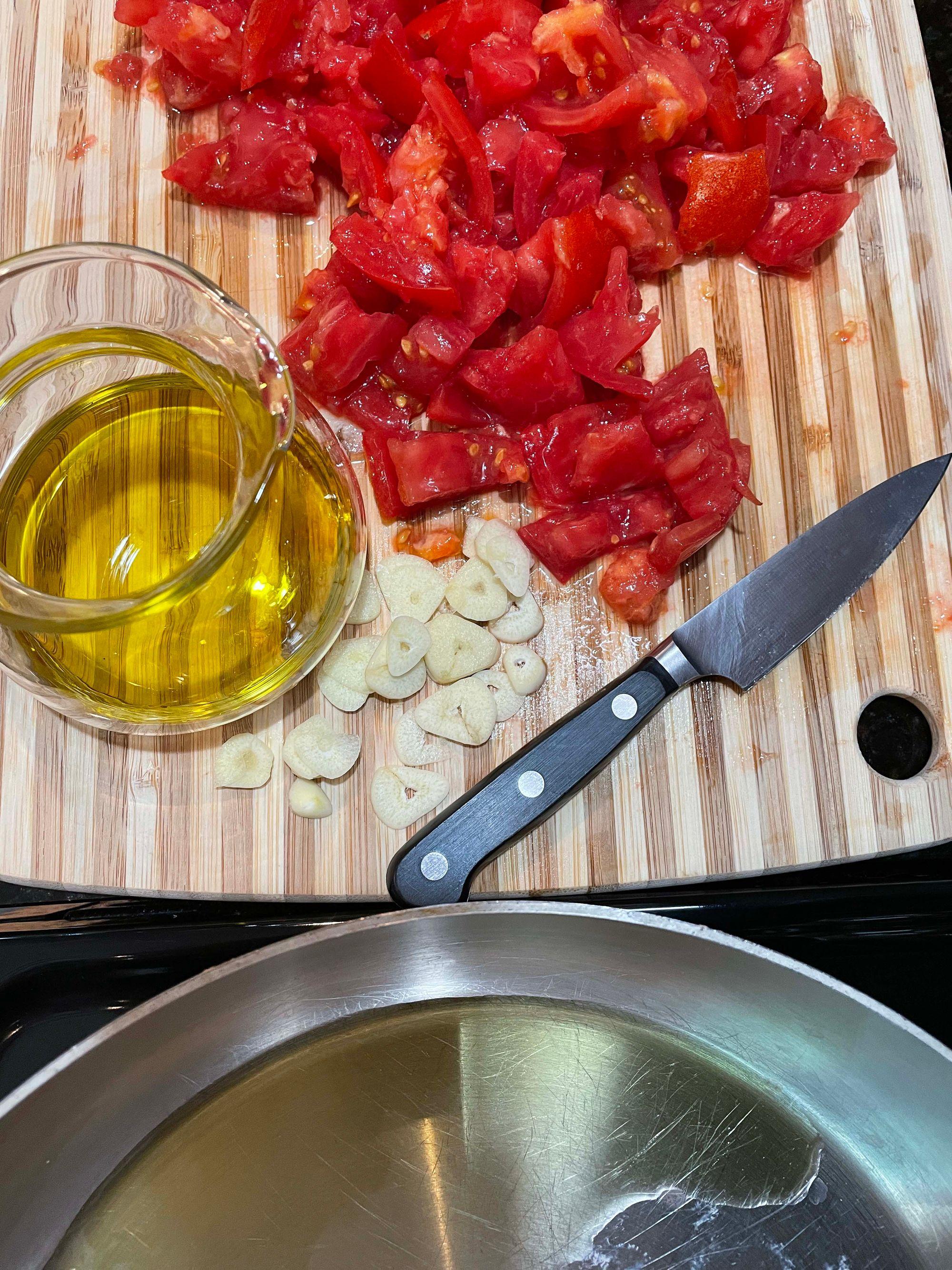 Making Quick Fresh Tomato Sauce